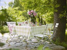 Mesas primaverales en exteriores