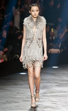 Roberto Cavalli Fall 2014 Ready-to-Wear Runway - Roberto Cavalli Ready-to-Wear Collection 20s Fashion, Timeless Fashion, Runway Fashion, High Fashion, Fashion Show, Fashion Trends, Milan Fashion, Roberto Cavalli, Catwalk Collection