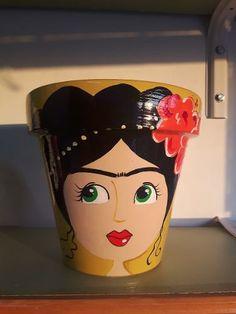 Flower Pot Art, Flower Pot Crafts, Clay Pot Crafts, Diy Home Crafts, Fun Crafts, Painted Plant Pots, Painted Flower Pots, Kahlo Paintings, Clay Fairy House
