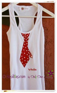 Camiseta corbata lunares.