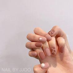 이미지: 사람 1명 이상 Gel Polish Designs, Acrylic Nail Designs, Nail Art Designs, Nails Design, Short Nail Manicure, Diy Nails, Gel Manicure, Gel Nail, Minimalist Nails