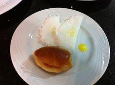 09/08/12 - amuse bouche: tapiocas com catupiry e manteiga de garrafa; sanduichinho com patê de presunto