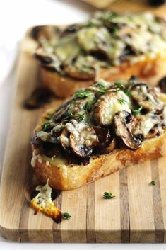 Quick and easy cheesy mushroom toast recipe! Sauteed mushrooms on toast with mustard, fresh thyme, and melted swiss cheese A hearty, savory vegetarian meal - food_drink Vegetarian Recipes, Cooking Recipes, Healthy Recipes, Vegetarian Appetizers, Vegetarian Starters, Gourmet Appetizers, Italian Appetizers, Cooking Bacon, Italian Desserts