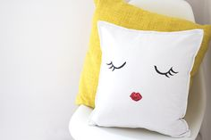 Pillows are very useful in home decoration. You can decorate the whole room with vigorous pillows and color-stressed pillows in every room of your home. But sometimes you can't spend a lot of money on decoration, you have to sacrifice some of them, s Handmade Pillows, Diy Pillows, Decorative Pillows, Throw Pillows, Felt Flower Pillow, Diy Cushion Covers, Eyelash Pillow, Sewing Projects, Diy Projects