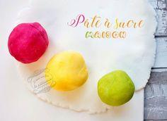 Recette facile et rapide de pâte à sucre maison avec seulement 3 ingrédients ! Une recette top pour la déco de vos gâteaux, le cake design, etc.
