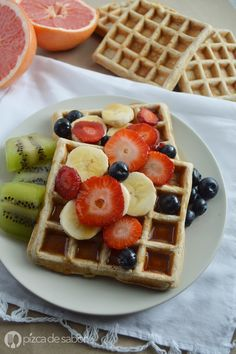Waffles integrales (y mezcla para hot cakes integrales) www.pizcadesabor.com Breakfast Recipes, Snack Recipes, Snacks, Breakfast Dishes, Crepes And Waffles, Aesthetic Food, Food Cravings, Food Inspiration, Love Food