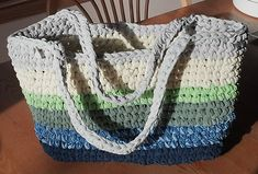 sew t-shirt Ravelry: T-shirt Yarn Market Bag (Tarn) pattern by Celia Wirth - Crochet Beach Bags, Crochet Tote, Crochet Handbags, Crochet Purses, Crochet Yarn, Crochet Baby Jacket, Crochet T Shirts, Yarn Bag, Bag Pattern Free