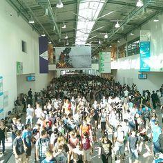 An awesome Virtual Reality pic! Gamescom  English: You see: I was at the gamescom 2015 in cologne. There were so many people but it was awesome Were you on the gamescom?:3 German: Ihr seht: Ich war auf der Gamescom 2015 in Köln und da waren soooo viele Leute :D Es war so mega geil!:3 Ich habe endlich @pandorya getroffen...lebenstraum erfüllt und so Das Bild von mir und Pan ist auf meiner Fanpage @gronkh4ever zu sehen!:) Schleichwerbung :'D  Wart ihr auch da?c…