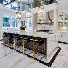 Luxury Kitchen Design, Kitchen Room Design, Dream Home Design, Luxury Kitchens, Home Decor Kitchen, Modern House Design, Interior Design Kitchen, Gold Kitchen, Kitchen Ideas