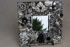 Vintage Jewelry Mosaic Mirror by SeaForYourself on Etsy Vintage Jewellery Crafts, Old Jewelry, Vintage Costume Jewelry, Jewelry Crafts, Jewelry Art, Mirror Mosaic, Mosaic Glass, Glass Art, Tatto Shop