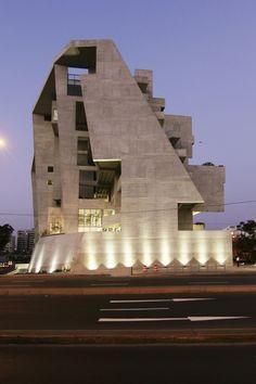 Galeria de Universidade de Engenharia e Tecnologia - UTEC Nova Sede / Grafton Architects + Shell Arquitectos - 1