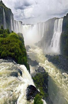 Iguazu Falls, ArgentinaBrasil