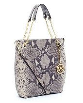 Michael Kors wallet dark dune. This wristlet style from MK is everything I need in a wallet! I really want it in the dark dune shade! I am on the hunt for it! handbags wallets - amzn.to/2ha3MFe Mk Handbags, Replica Handbags, Handbags Michael Kors, Designer Handbags, Chanel Handbags, Fashion Handbags, Michael Kors Jet Set, Michael Kors Outlet, Boutique Michael Kors