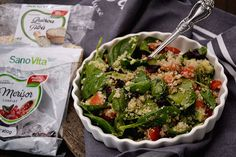 salata cu quinoa si spanac Quinoa, Cabbage, Vegetables, Healthy, Food, Essen, Cabbages, Vegetable Recipes, Meals