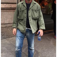 Wow casual mens fashion which look trendy. Workwear Fashion, Streetwear Fashion, Army Jacket Outfits, Mode Camouflage, Mature Mens Fashion, Next Fashion, Lookbook, Military Fashion, Men Casual