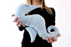 Baby blue Seahorse Pillow for children and adults of all ages! Soft and cuddly, the best nap time companion :) Now on sale! Seahorse Decor, Kidsroom, Handmade Dolls, Handmade Gifts, Baby Blue, Art Dolls, Cuddling, Nursery Decor, Plush