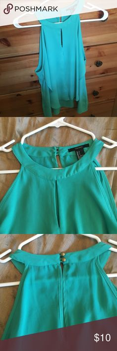 Real tank top from Forever 21 Worn only a few times super comfortable tank top very flattering runs slightly small I am size 6-8 and top fits can be worn dressed up or down Forever 21 Tops Tank Tops