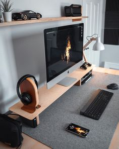 Home Office Setup, Desk Setup, Home Office Space, Home Office Desks, Imac Setup, Office Ideas, Office Decor, Office Interior Design, Office Interiors