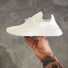 finest selection d5973 73836 White Kicks are must haves for the summer! Adidasskor, Skor Sneakers,  Adidas Originals