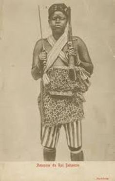 An African female soldier at the kingdom of Dahomey. African Culture, African American History, Women In History, Black History, Dahomey Amazons, French West Africa, Amazons Women Warriors, Tribal Warrior, Warrior King