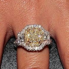 I do not like this ring but I love the color of the canary diamond in the yellow gold setting! So gorgeous! Canary Diamond, Yellow Diamond Rings, Yellow Diamonds, Diamond Girl, Celebrity Engagement Rings, Round Diamond Engagement Rings, Diamond Jewelry, Bling, Wedding Rings