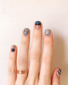 Nail Art Designs In Every Color And Style – Your Beautiful Nails Minimalist Nails, Toe Nail Art, Easy Nail Art, Nail Manicure, Classy Nails, Simple Nails, Nail Art Abstrait, Ten Nails, Nail Patterns