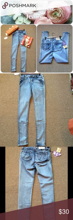 Stone Wash Denim Jeans These awesome jeans have good stretch and comfort. High rise. 88% Cotton, 9% Polyester, 3% Spandex (This closet does not trade or use PayPal) ❌Junior sized❌ PARA Jeans Skinny