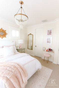 Tips to Add Heart + Soul to your Home - Randi Garrett Design - - Tips to Add Heart + Soul to your Home - with art, accessories and linens. Take your room from ordinary to extraordianry with these simple tips. Bedroom Apartment, Home Bedroom, Shabby Bedroom, Modern Bedroom, Classy Bedroom Decor, Bedroom Furniture, Chic Apartment Decor, Master Bedroom, Girls Apartment