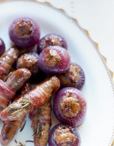 This recipe for stuffed red onions may sound fiddly, but it's actually very simple. Chef Recipes, Side Dish Recipes, Cooking Recipes, Christmas Buffet, Christmas Recipes, Christmas Cooking, Appetizer Buffet, Bon Appetit, Kitchens