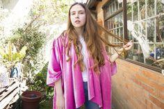 DIY KIMONO DE TERCIOPELO #tutorial Moda Kimono, Kimono Top, Instagram Widget, Gold Diy, Gold Style, Kimono Fashion, Fashion Books, Your Photos, Velvet