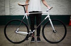 Le « Trophy Bike » est le travail réalisé par Rapt Studio et Steve Rendle. Chaque pièce est minutieusement travaillée, le cadre est brossé, ...