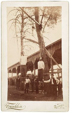 Photograph of the 1892 Hanging of the Ruggles Brothers, Vintage Photographs, Vintage Photos, Cowboy History, Wild West Outlaws, Creepy History, Old West Photos, Mercer County, Le Far West, Mountain Man