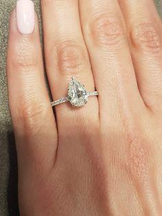 Pear Wedding Ring, Wedding Rings Sets Gold, Pear Shaped Engagement Rings, Engagement Ring Shapes, Dream Engagement Rings, Halo Diamond Engagement Ring, Diamond Wedding Rings, Most Beautiful Engagement Rings, Pear Shaped Diamond Ring