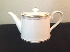 Teapot Villeroy & Bock Chateau Collection White/gold Kimono Germany Chateau Collection White/gold $75