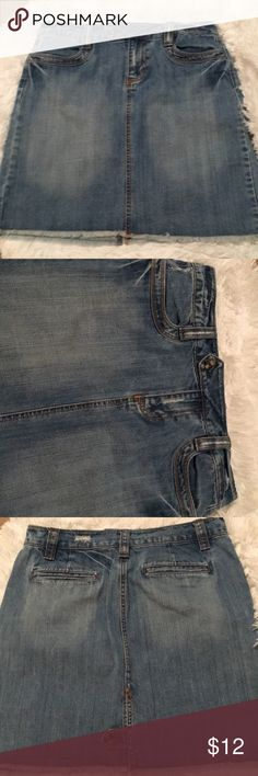 """Old Navy Low Waist Jean Skirt Size 6 Old Navy Jean Skirt with distressed areas.  Belt loops measure 2 1/2"""".  Waistline measures 32"""".  There are two front pockets and two back ones.  The edge is fringed and the length is 18 1/2"""".   It has a  button in the back kick pleat.  There's a front button and a 3"""" zipper. Old Navy Skirts"""