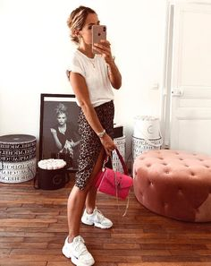Sneakers For Women 2019 : Quelles sont les baskets tendance pour femmes en 2019 ? Dress With Sneakers, Casual Sneakers, Sneakers Fashion, Sunday Outfits, Summer Outfits, Looks Baskets, Looks Adidas, Look Fashion, Fashion Outfits