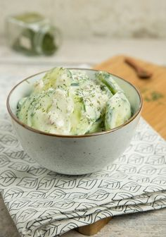 Eten en drinken Creamy cucumber salad with dill - Kitchen ♥ Love Buy Dc Kids Shoes And Dc Kids Junio Creamy Cucumber Salad, Creamy Cucumbers, Yummy Veggie, Yummy Food, Tasty Snacks, Dutch Recipes, Low Carb Recipes, Couscous, Tapas