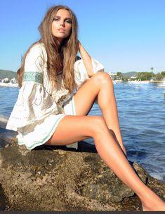 Ideal conjunto formado por la minifalda Nisha y el top Indore... ¡para arrasar este veranito! Indore, Moda Hippie, Hippy, Ibiza, Boho Chic, Cover Up, Spring Summer, Legs, Beach