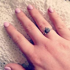 Love this #manimonday combo - the Small Rose Ring and pretty pastel nails! Share your mani and James Avery ring by tagging #myjamesavery on Instagram. #JamesAvery
