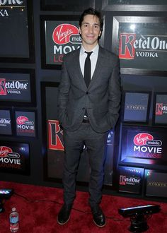 Justin Long has arrived to the party. #VMMovieLounge