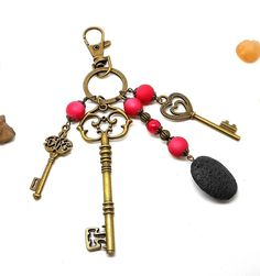 A parfumer!!! porte clés ou bijou de sac bronze, breloques clés par breloques et cie par Breloquesetcie sur Etsy https://www.etsy.com/fr/listing/560130579/a-parfumer-porte-cles-ou-bijou-de-sac