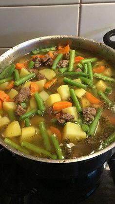 Grüne – Bohnen – Eintopf Green bean stew, a popular recipe from the Cooking category. Crock Pot Recipes, Easy Soup Recipes, Easy Healthy Recipes, Vegetarian Recipes, Easy Meals, Dinner Recipes, Healthy Soup, Holiday Recipes, Dessert Recipes
