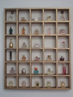 Very nice simple, but symmetrical display for minis ... and affordable! Repeat pattern to fill a wall or walls. | Mini Museum NפISƎp