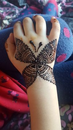 Check collection of 41 Mehndi Designs For Eid to Try This Year. Eid ul fitar 2020 includes mehndi designing, girls decorate their hands with mehndi designs. Mehandi Designs For Kids, Baby Mehndi Design, Modern Henna Designs, Back Hand Mehndi Designs, Stylish Mehndi Designs, Mehndi Design Pictures, Unique Mehndi Designs, Beautiful Mehndi Design, Hena Designs