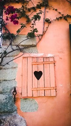 """Open that window - let the weekend come in!"" #WindowsHopping with #piasecretischia #ischia"