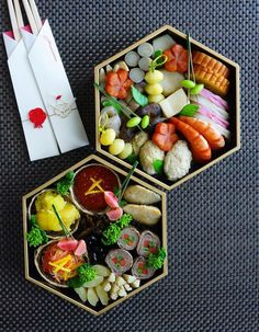 Osechi, Japanese new year's dish/おせち料理 Japanese New Year Food, Japanese Food Sushi, Japanese Bento Box, Cute Food, Yummy Food, Food Porn, Food Garnishes, New Year's Food, Exotic Food