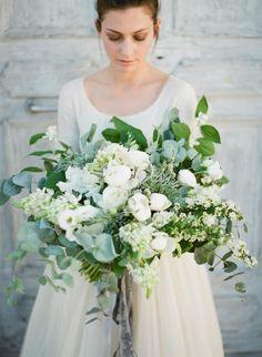 Romantic Italian Villa Wedding Inspiration (Style Me Pretty) White Wedding Flowers, Floral Wedding, Wedding Colors, Wedding Bride, Wedding Blog, Diy Wedding, Wedding Reception, Bridesmaid Bouquet, Wedding Bouquets