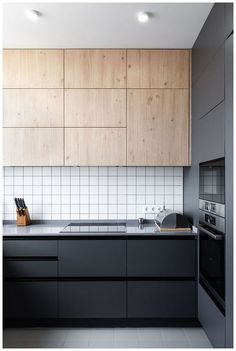 53 Favorite Modern Kitchen Design Ideas To Inspire. When it comes to designing the modern kitchen, people typically take one of two design paths. The first path uses modern art as inspiration to creat. Kitchen Splashback Tiles, Modern Kitchen Backsplash, Contemporary Kitchen Cabinets, Modern Kitchen Design, Interior Design Kitchen, Backsplash Ideas, Contemporary Kitchens, Kitchen Wood, Kitchen Designs