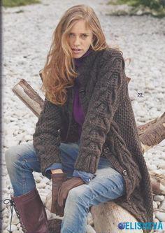 Коричневое пальто с жемчужным узором и узором коса, вязаное спицами