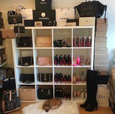 ... Kleiderschrank Design, Damentoilette, Begehbarer Kleiderschrank,  Schränke, Quartos, Taschen, Möbel, Blaue Drucke, Accessoirs, Bastelei,  Schlafzimmer